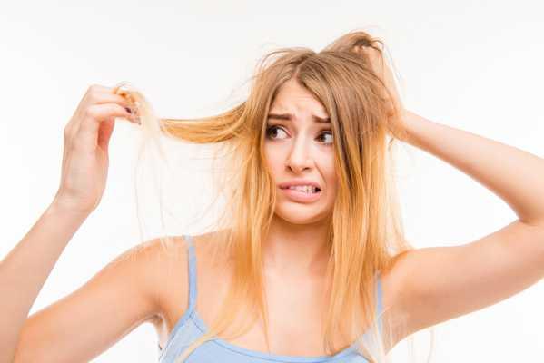 Jak zapobiegać łamliwym i wypadającym włosom - przewodnik krok po kroku