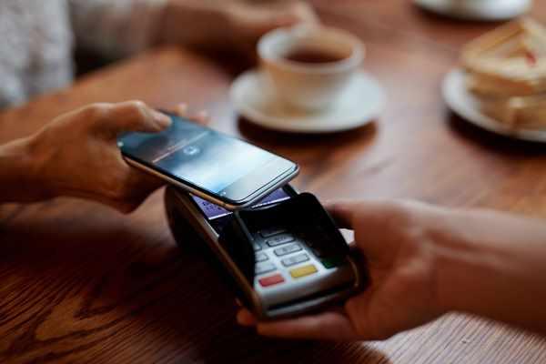 Google Pay, Apple Pay, BLIK i Revolut - nowy rodzaj płatności mobilnych