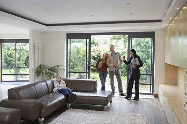 Dlaczego warto zatrudnić pośrednika nieruchomości?
