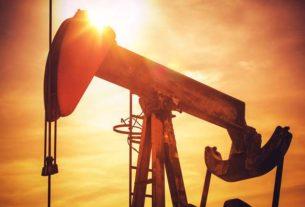 Jak zarobić na taniejącej ropie?